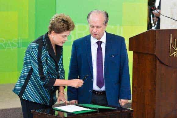 Dilma diz que ajuste não vai cortar programas do MEC